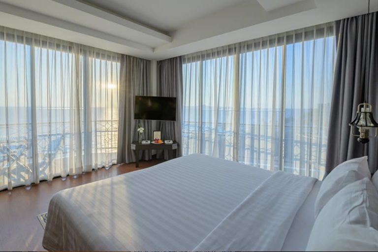 Bay Beach Resort Jomtien : Deluxe Corner Sea View Room
